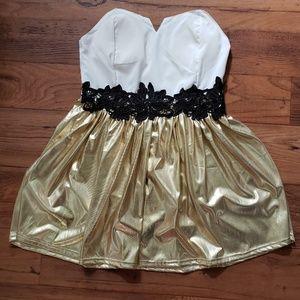 Dresses & Skirts - Gold shimmer Dress